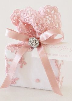 Embellish your gift wrapping with pretty ribbon, tulle and embellishments #giftwrap #pink #emballagecadeau