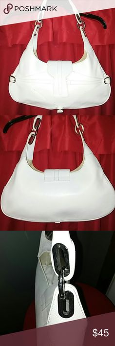 GUIA'S genuine leather Italian handbag GUIA'S genuine leather Italian handbag n The outside looks fantastic,  but the inside could use a good cleaning. Snap closure with one interior zip pocket and two other interior pockets. Please review all pictures. GUIA'S Bags