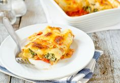 Amazing Cannelloni with Spinach. Fresh Out of the Oven Cannelloni Filled with Ricotta and Spinach. A true delight! Quiche Recipes, Brunch Recipes, Breakfast Recipes, Milk Recipes, Pasta Recipes, Pasta Sauces, Veggie Recipes, Pasta Dishes, Ham And Cheese Quiche