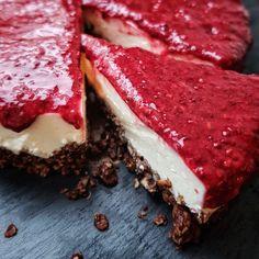 A sugar-free cake is part of a sugar-free life! She is only with Hi . - A sugar-free cake is part of a sugar-free life! It is only sweetened with raspberries and vanilla, - Sugar Free Desserts, Low Carb Desserts, Healthy Cake, Healthy Desserts, Sweet Recipes, Cake Recipes, Desserts Sains, Raspberry Yoghurt, Food Print