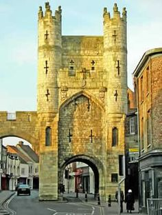 York City Walls, Monk Bar,  the most impressive parts of York's defences are it's main four gatehouses known as bars. Monk Bar is the biggest of these containing an entire four storeys, it was designed as a stand-alone fortress so each of it's floors can be defended separately.