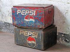 This original vintage Pepsi coolbox would make a great iconic feature in your living room, bedroom or kitchen. #pepsi #pepsicoolbox #coolbox #vintagecoolbox #outdoorinspo #vintagefurniture Vintage Table, Vintage Metal, Pine Dining Table, Metal Workshop, Mid Century Modern Table, Dark Hardwood, Vintage Luggage, Wooden Desk, Pepsi