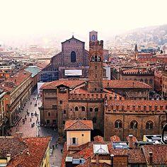 Vista da una finestrella Bologna - Instagram by cinziaf_