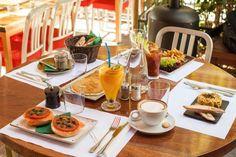 Τα 10+3 καλύτερα brunch της Αθήνας - www.olivemagazine.gr Life Hacks, Table Settings, Things To Sell, Restaurants, Athens Greece, Coffee, City, Places, Beautiful