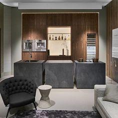 Warm. Modern. Eco elements. We love this design by @robertkolenik. #designhounds #luxurykitchen #goodhomesource