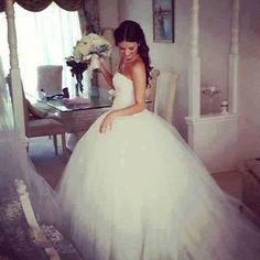 Ești pregătita sa pasesti într-o lume de basm? Dacă da, alege rochia de mireasa tip prințesă.