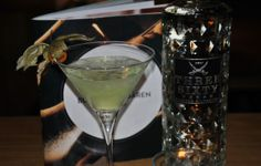 Bullen & Bären Bar: #Cocktail des Monats Januar: Appletini #vodka #cointreau #apple
