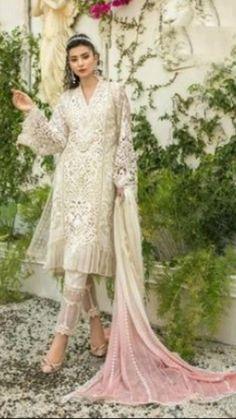 Indian Fashion Salwar, Indian Fashion Dresses, Muslim Fashion, Indian Outfits, Korean Fashion, Pakistani Bridal Wear, Pakistani Dresses, Stylish Dress Designs, Stylish Dresses