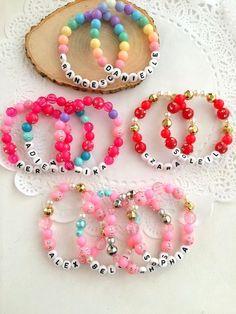 Kids bead bracelet - Personalized bracelet, name bracelet, Set of TEN Kids birthday party favor, unique name bracelet, k – Kids bead bracelet Kids Jewelry, Jewelry Crafts, Jewelry Making, Diy Party Crafts, Diy And Crafts, Easy Crafts, Kid Crafts, Crafts For Teens To Make, Diy For Kids