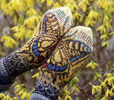 Ravelry: Swallowtail pattern by Natalia Moreva Crochet Wool, Crochet Crafts, Knitting Paterns, Jewelry Tattoo, Fair Isle Knitting, Knitted Gloves, Garter Stitch, Sock Shoes, Ravelry