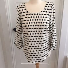 Stitch Fix, clover print blouse, S Cute and flattering clover print popover blouse. Excellent condition, worn once! Size Small, fits true to size. Tops Blouses