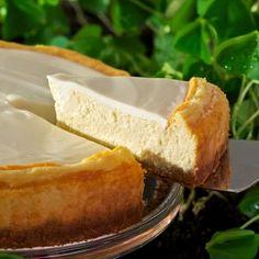 Bailey's Irish Cream Cheesecake Recipe. This indulgent cheesecake has a delightful balance of Bailey's Irish Cream and cream cheese topped with a sweet sour cream.