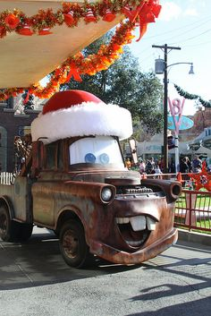 Santa Mater meets guests in front of the Cozy Cone Motel. Photo by #MyrnaLitt