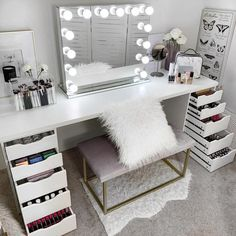 Top Beautiful Teen Room Decor For Girls – Decor Cute Room Decor, Teen Room Decor, Bedroom Decor, Vanity Makeup Rooms, Vanity Room, Ikea Vanity, My New Room, My Room, Sala Glam