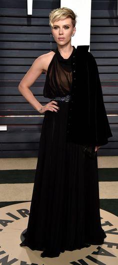 Scarlett Johansson in Alaia attends the 2017 Vanity Fair Oscar Party. #bestdressed