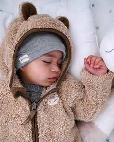 25 Jaw-Dropping Baby Names That Will Make You Want To Have A Kid - Ready to fall in love? Source by tanjaarnoldweb - So Cute Baby, Cute Mixed Babies, Baby Kind, Cute Baby Clothes, Baby Love, Cute Kids, Cute Babies, Mixed Baby Boy, Cute Baby Stuff