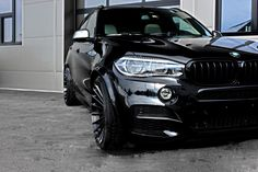 German tuning shop Hamann provides a restyle to the BMW X5 M50d. Starring a widebody kit, the F15 X5 stands out with its increasing fenders, colorful front and rear aprons with placing air shops, and custom wheels.