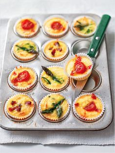 Crustless Mini Quiches with cherry tomatoes, bacon, chives, asparagus, or anything you can think of! Perfect to make ahead for brunch entertaining Easy Brunch Recipes, Healthy Breakfast Recipes, Appetizer Recipes, New Recipes, Cooking Recipes, Favorite Recipes, Healthy Recipes, Cooking Tips, Party Appetizers