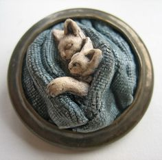 A 1940s to19 50s style brooch . 2 cats sleeping