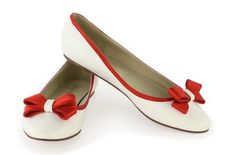 Ballet flats trendy Gorgeous total white looks White Ballet Flats, Red Flats, Ballerina Shoes, Ballet Shoes, Pump Shoes, Pumps, Flat Shoes, All About Shoes, Types Of Shoes