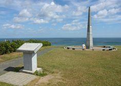 Monument (obelisk) Omaha Beach Gefalene 6. 6. 1944 bis 24. 7. 1944 . Monument (obelisk) CHEB (Eger) 6. 05. 1945 CApBONe (Cabon - Caboun) Tschechische Republik. Omaha Beach, Obelisk, Willys Mb, Cn Tower, Wind Turbine, Wwii, Jeep, Ford, Building