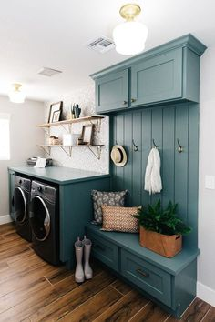 Give your laundry room with this Vintage Laundry Room Decor Idea! Find inspiration for your laundry room design classic and simple impressed. Mudroom Laundry Room, Laundry Room Design, Laundry Decor, Laundry Room Layouts, Laundry Room Cabinets, Laundry Room Bathroom, Laundry Area, Laundry Storage, Paint Colors Laundry Room
