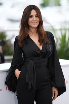 Monica Bellucci Pictures from the photocall for 'Les Plus Belles Annees D'Une Vie' during the annual Cannes Film Festival. Monica Bellucci Photo, Monica Belluci, Hollywood Fashion, Hollywood Actresses, Hollywood Icons, Sarah Harris, Minimal Look, Paparazzi Photos, Sofia Coppola
