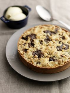 How to cook apple and toffee crumble tart