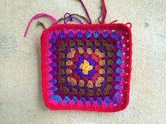 ten round granny square, crochetbug, crochet purse, crochet bag, granny squares, crochet squares, crocheted, crocheting