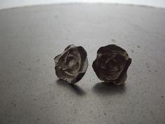 bijpassende oorbellen roos