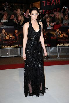 The Twilight Saga: Breaking Dawn - Part 1 star Kristen Stewart wore a gorgeous Roberto Cavalli gown to the premiere in London Robert Pattinson, Fashion Looks, Beauty And Fashion, Celebrity Gallery, Celebrity Style, Beautiful Dresses, Nice Dresses, Kristen Stewart Movies, Hollywood Red Carpet