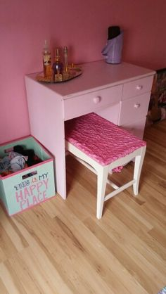 Shappy Chic vanity and bench