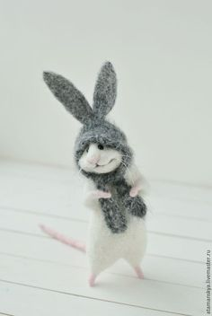 Мышонок с ушками:) – купить или заказать в интернет-магазине на Ярмарке Мастеров | У меня появился новый мышонок) Это его первая… #feltanimals