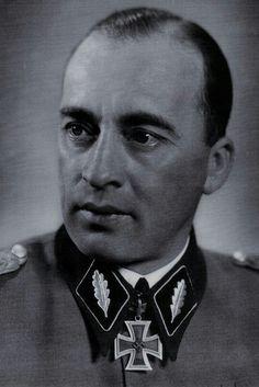 """SS-Brigadeführer und Generalmajor der Waffen-SS August Zehender (1903-1945), Kommandeur 22. SS-Freiwillingen Kavallerie Division """"Maria Theresia"""", Ritterkreuz 10.03.1943, Eichenlaub (722) 01.02.1945"""