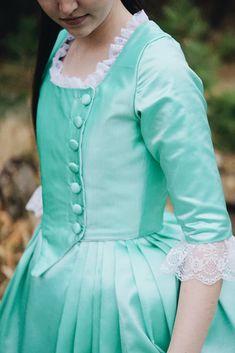 Making Eliza's Dress from Hamilton - The Demure Seamstress Hamilton Halloween Costume, Cute Halloween Costumes, Cool Costumes, Costume Ideas, Eliza Hamilton Costume, Hamilton Eliza, Hamilton Cosplay, Broadway Costumes, Tudor Costumes