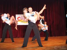 """Trzeci pokaz formacji Salsa Libre """"El Albanil"""" - Praga 2006 http://www.salsalibre.pl/galeria-wideo/81838/trzeci-pokaz-formacji-salsa-libre-el-albanil-2006"""