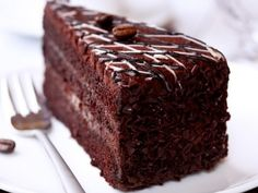 Coconut flour makes this paleo chocolate cake ridiculously moist and tender. You might not even want to go back to your old chocolate care recipe! Best Easy Dessert Recipes, Easy Baking Recipes, Easy Desserts, Sweet Recipes, Cake Recipes, Best Moist Chocolate Cake, Paleo Chocolate Cake, Chocolate Fudge Sauce, Flourless Chocolate
