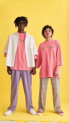Fashion Poses, Fashion Outfits, Photography Poses, Fashion Photography, Pose Reference Photo, Couple Outfits, Mode Streetwear, Matching Couples, 2000s Fashion