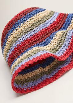 Use leftover yarn to make rainbow hat. This one looks like single crochet Crochet Diy, Diy Crochet Projects, Crochet Crafts, Crochet Summer Hats, Hand Crochet, Crochet Clothes, Diy Clothes, Bob Tresses, Crochet Designs