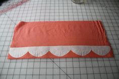 Hetterson: Monthly sewing tutorial ~ The (EPIC) scallop -- A fantastic tutorial on an easy way to make scallops (or other shapes. Diy Sewing Projects, Sewing Hacks, Sewing Crafts, Sewing Tips, Sewing Ideas, Quilt Tutorials, Sewing Tutorials, Sewing Patterns, Techniques Couture