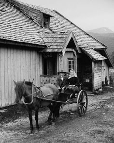 Portraits of dignity amid a stunning natural landscape. Old Pictures, Old Photos, Vintage Pictures, History Of Norway, Kingdom Of Sweden, Beautiful Norway, Simple Portrait, Tromso, History Photos