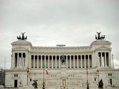 Na Janelinha para ver tudo: A Piazza Venezia e o monumento a Vitório Emanuelle...
