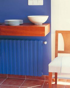 Modern Interior Decorating with Colorful Radiators and Attractive Decorative Screens Murs Violets, Modern Radiator Cover, Painted Radiator, Radiator Shelf, Best Radiators, Kids Room Paint, Famous Interior Designers, Designer Radiator, Decorative Screens