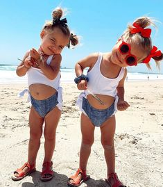 Taytum And Oakley Fisher Fan ( Sorry I'm a bit late but happy of July 🇺🇸❤️❤️ Twin Girls, Twin Babies, Beautiful Children, Beautiful Babies, Baby Pictures, Cute Pictures, Toddler Fashion, Kids Fashion, Tatum And Oakley