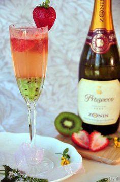 Kiwi-Strawberry Bellini  1 1/2 colher kiwi batido 1 1/2 colher morangos batidos Champagne bem gelado Numa taça bem gelada...