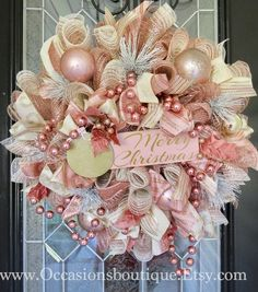 Check out our pick of Christmas door decorations! We have all sorts of Christmas door wreaths, so you will definitely be able to find the best one. Christmas Door, Christmas Crafts, Christmas Wreaths For Front Door, Christmas Movies, Christmas Holidays, Christmas Kitchen, Christmas Music, Country Christmas, Christmas 2019