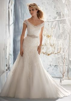 Sexy Trumpet/Mermaid Off-the-shoulder Beading&Sequins&Crystal Detailing Lace Chapel Train Tulle Wedding Dresses