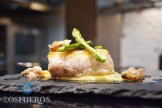Merluza asada con vinagreta de almejas. Nueva receta de Paul Ibarra. La cocina de Los Fueros http://kcy.me/2a8mu