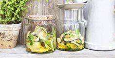 12 verrassende dingen die je kan maken met courgette 4 Mason Jars, Glass Vase, Zucchini, Mason Jar, Glass Jars, Jars