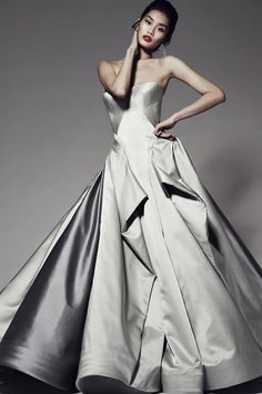 Zac Posen Pre-Fall 2014 collection was the perfect montage of Hollywood glam and classic feminity with a modern edge. Just in time for the New Year .